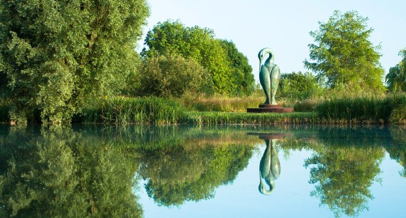 Isis by Simon Gudgeon, sculpture by the lakes